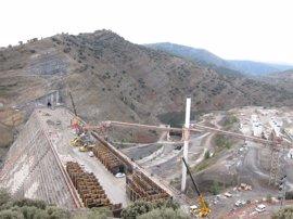 Muere un trabajador, de 45 años, de Oropesa (Castellón) al caer desde la presa de Enciso (La Rioja)