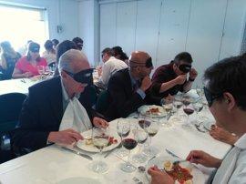 La ONCE celebra un 'desayuno a ciegas' en Palma