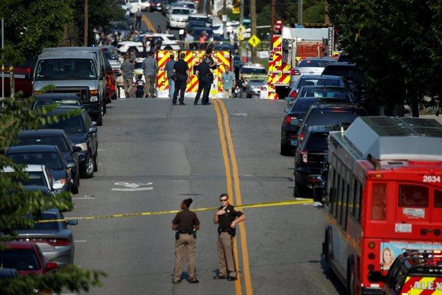 Policías en la escena en la que se ha producido un tiroteo en Virginia, EEUU