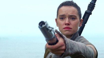 """El director de Star Wars 9 compara a Rey con Leia: """"Representa a las chicas jóvenes de hoy"""""""