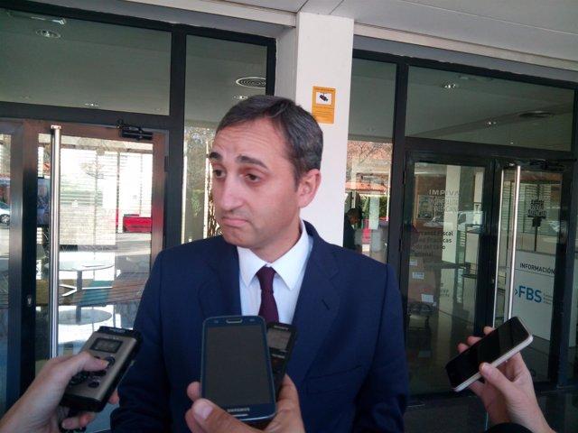 César Sánchez este lunes a preguntas de los medios