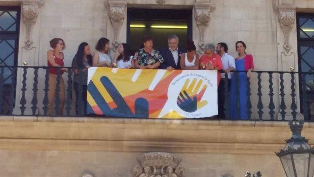 Cort se suma a la conmemoración del reconocimiento de las lenguas de signos