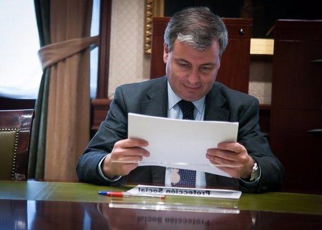 Jordi Xuclá presenta la documentación para acreditarse como diputado