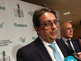 """Vergeles ha señalado que """"no se debe descartar"""" la propuesta de la figura del médico emérito en el SES"""