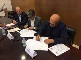 Firma de un convenio con las comunidades pesqueras del mar del Ebro