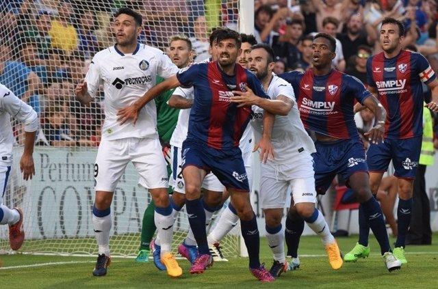 Getafe y Huesca empatan en el partido de ida del playoff