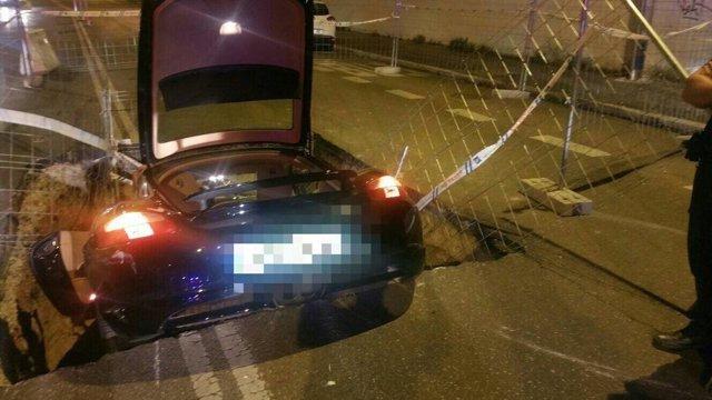 Imagen del vehículo caído en la zanja