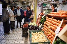 El Ayuntamiento de Sevilla y la Asociación de Placeros presentan la nueva campaña de promoción del Mercado de Bellavista