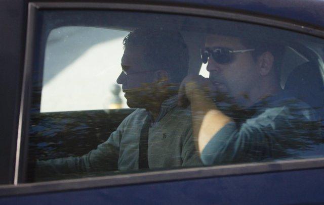 Francisco Granados es conducido en un coche tras ser detenido