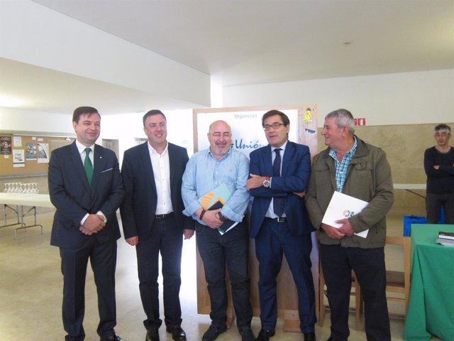 Foro lácteo con Carlos Cabanas (segundo por la derecha)