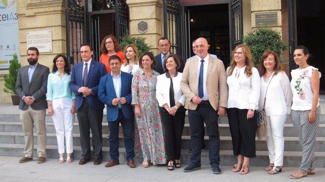 Representantes institucionales inauguranel III Foro de Andalucía Solidaria