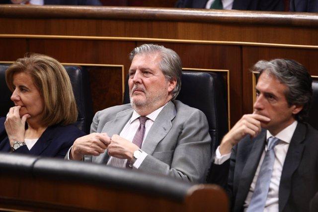 Íñigo Méndez de Vigo, Fátima Báñez e Íñigo de la Serna en el Congreso