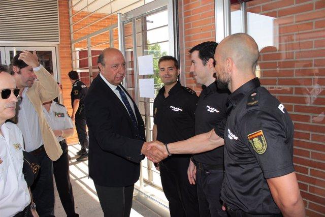 El director de la Policía visita la Unidad de Extranjería y Documentación