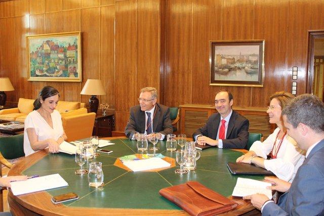 La secretaria de Estado se reúne con la CEOE