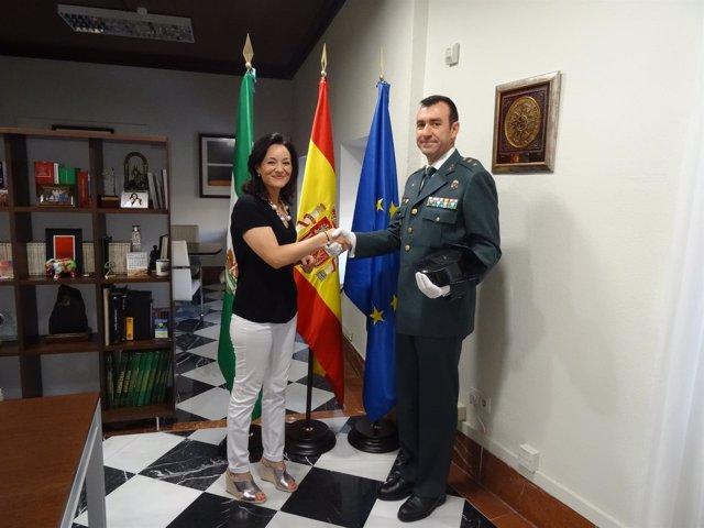 Crespín saluda al nuevo teniente coronel de la Guardia Civil, Juan Carretero