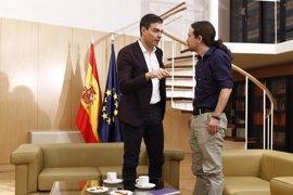 Pablo Iglesias y Pedro Sánchez mantienen un primer contacto tras la moción de censura