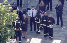 May ordena una investigación pública sobre el incendio de la torre Grenfell de Londres