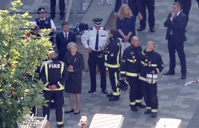 Theresa May visita la torre Grenfell escenario del incendio