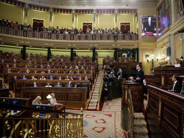 Rajoy, en la tribuna del hrmiciclo