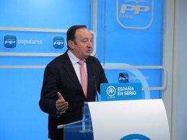 El Parlamento reprueba a Sanz sin su presencia en pleno y Podemos y PSOE piden su dimisión