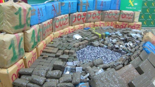 Parte de las cuatro toneladas de hachís intervenidas en la operación 'Araticu'