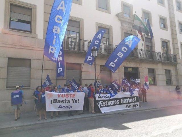 Funcioinarios de prisiones se manifiestan en Cáceres