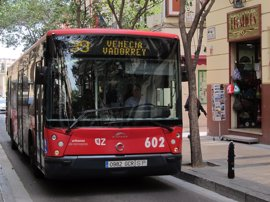 El Mercado Medieval de las Tres Culturas afectará a ocho líneas de autobús al cortar al tráfico el Puente de Piedra
