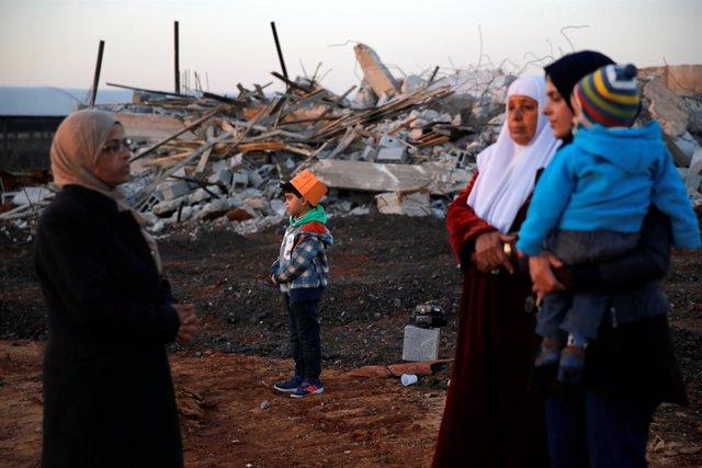 Mujeres árabes tras un derribo de las fuerzas isrelíes