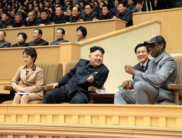 Kim Jong Un y Dennis Rodman en el estadio de Pyongyang en 2014