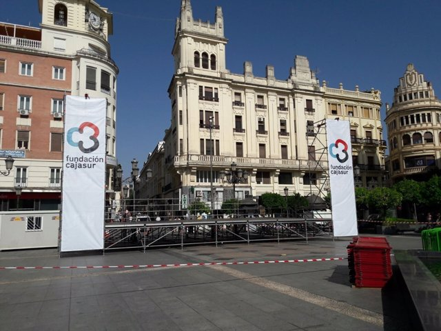 El nuevo logo de la Fundación Cajasur ya luce en un escenario en Córdoba