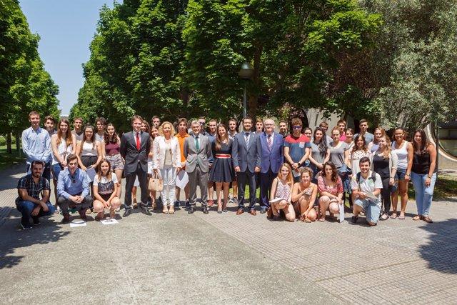 Los estudiantes de la UPNA que han recibido las becas del Banco Santander