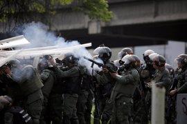 """HRW culpa a altos cargos militares y del Gobierno de los """"abusos"""" contra manifestantes en Venezuela"""