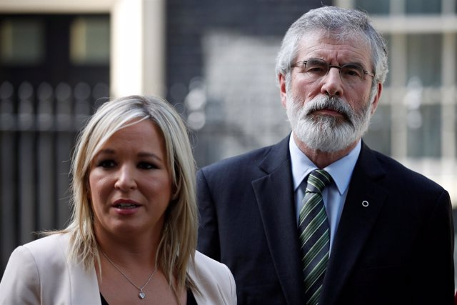 El líder del Sinn Fein Gerry Adams y  Michelle O'Neill