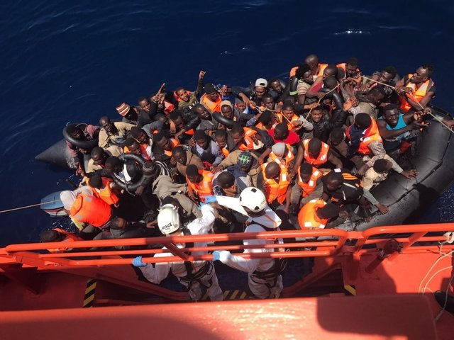 Inmigrantes rescatados en el Mar de Alborán llegan al puerto de Málaga