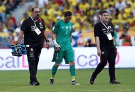Claudio Bravo, descartado para el debut de Chile en la Copa Confederaciones