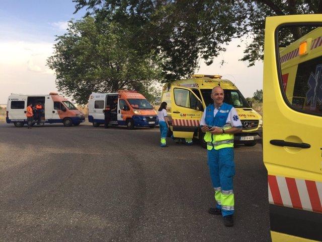 Equipos sanitarios en el incendio de un panificadora de Alcalá