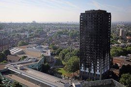 Unas 65 personas siguen desaparecidas tras el incendio en Grenfell Tower, según 'The Sun'