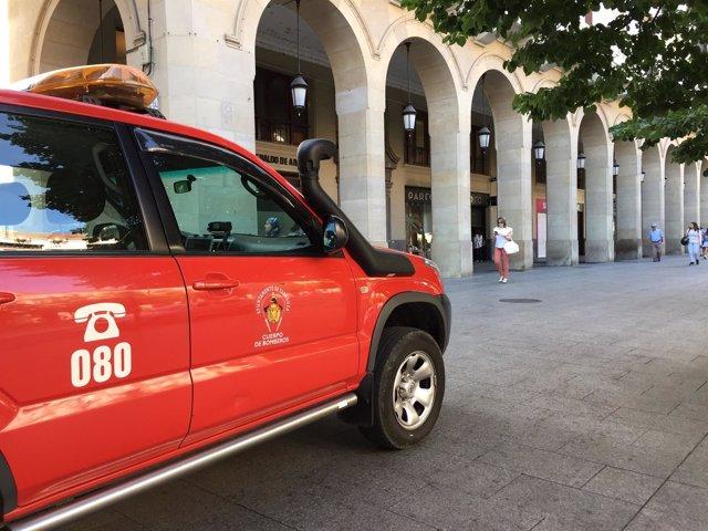 Los bomberos sofocan un incendio en un local de Independencia