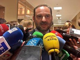 """Ábalos afirma que el PSOE estará """"al lado de la ley"""" para evitar el referéndum"""