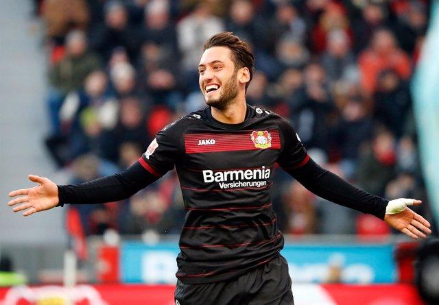 Hakan Calhanoglu del Bayer Leverkusen