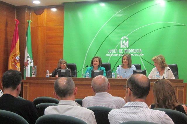 María José Sánchez Rubio (2i), en rueda de prensa.