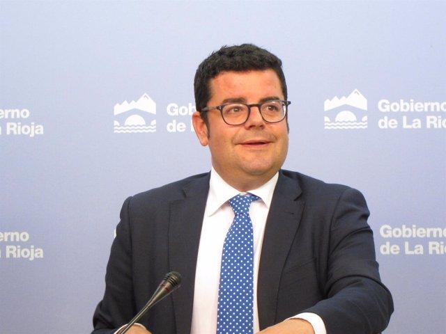 Consejero de Administración Pública, Alfonso Domínguez