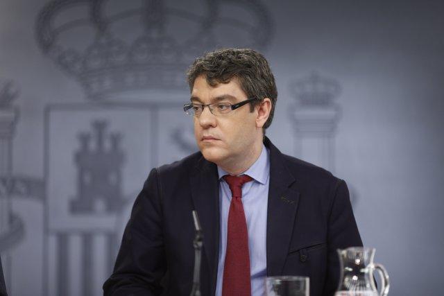 El ministro Álvaro Nadal tras el Consejo de Ministros