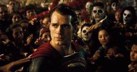 Zack Snyder confirma una teoría fan sobre Batman v Superman y El Hombre de Acero