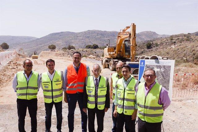 El equipo de gobierno de Diputación, durante la visita a las obras de Felix.
