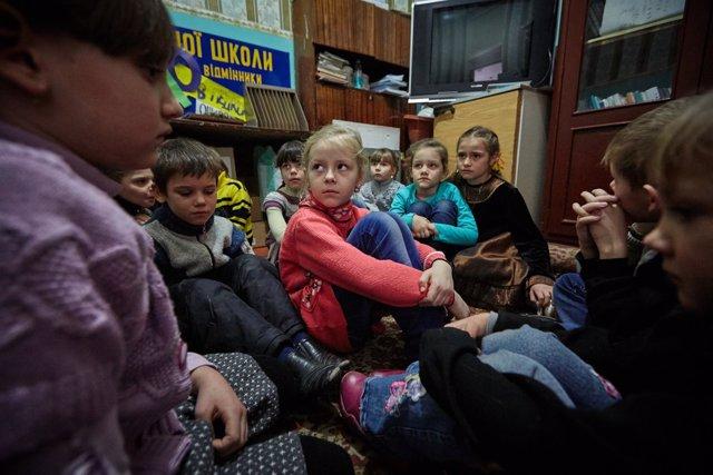 Niños en un colegio de Ucrania