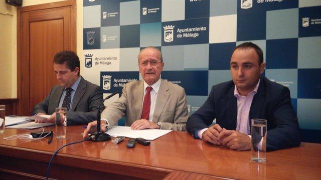 Carlos Conde, Francsico de la Torre y Mario Cortés en rueda de prensa