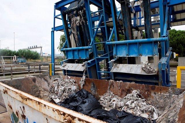 Los residuos que se lanzan por el váter provocan obstrucciones