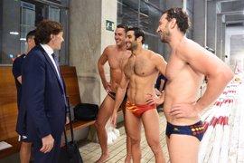 Lete visita a la selección española masculina de waterpolo en el CAR de Madrid