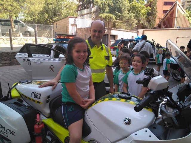 Guardia civil, colegio, niños, seguridad vial